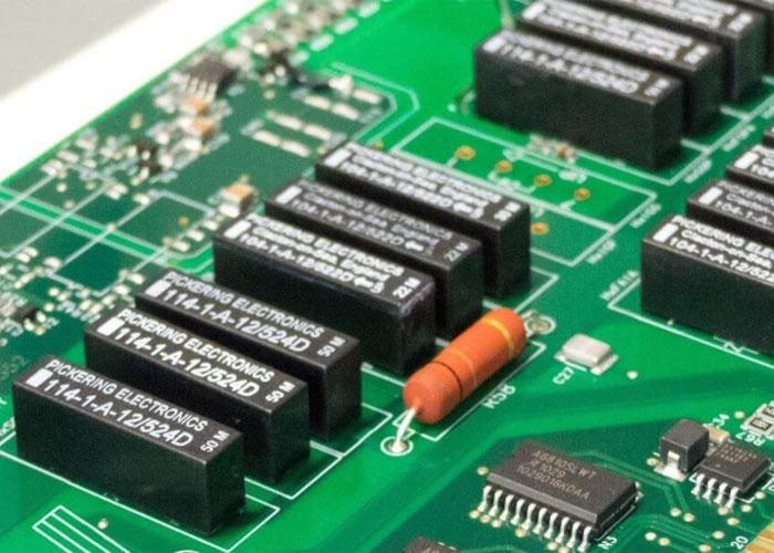 قطعات الکترونیکی روی برد الکترونیکی