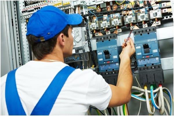 چگونه در شغل برقکار صنعتی موفق شده و بیشترین درآمد را کسب کنیم؟