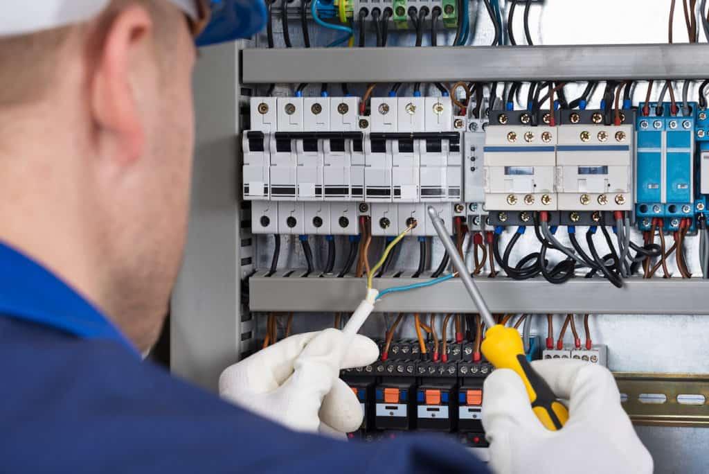 وظایف برقکار صنعتی